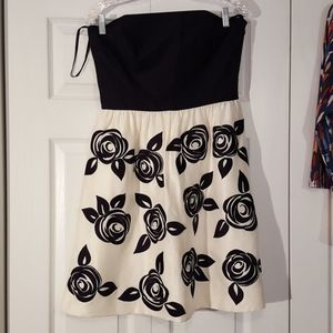 WHBM black and white embroidered rose dress size 8